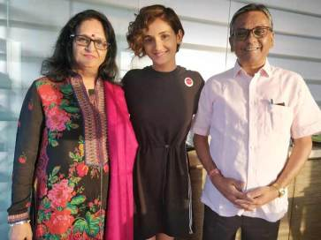Shakti Mohan With Her Father And Mother