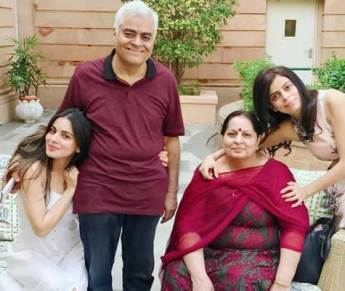 Shraddha Arya With Her Father Mother And Sister