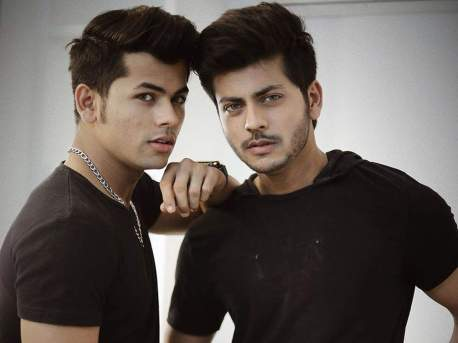 Siddharth Nigam With His Brother