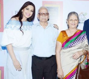 Sonali Bendre With Her Father And Mother