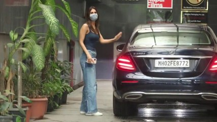 Vaani Kapoor With Her Car