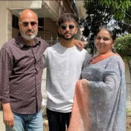 Mayank Markande With His Mother And Father