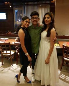 Mrunal Thakur With Her Brother And Sister