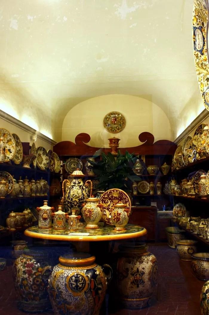 co warto przywieźć z toskanii, co warto przywieźć z Włoch, jakie pamiątki warto przywieźć z Włoch, pamiątki z Włoch, prezenty z Włoch, Orvieto, ceramika we Włoszech