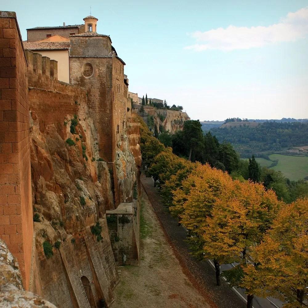 siena palona, mury obronne Orvieto, panorama Umbrii, Orvieto, włoska jesień, jesień we Włoszech