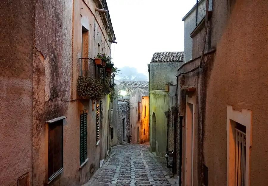 jak tanio podróżować po Sycylii, przewodnik po Sycylii, Erice