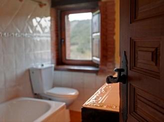 Baño de la casa rural para 6 personas en Camijanes