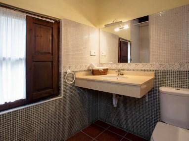Baño compratido en la casa rural para 10 personas en Llanes