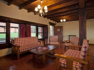 Amplio salón en la casa rural para 10 personas en Llanes