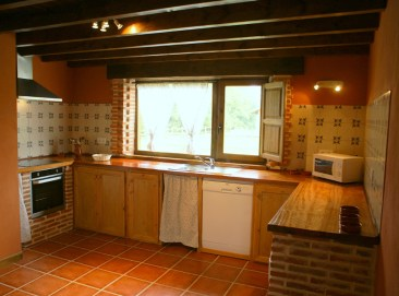 Cocina abierta de la casa para 10 personas en Boquerizo