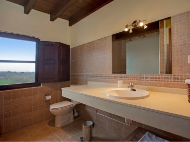 Bathroom in the holiday house for 10 people in Llanes