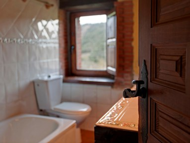Bathroom in the holiday house for 6 people in Camijanes