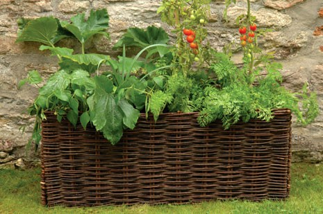 tres grande jardiniere en osier pour herbes