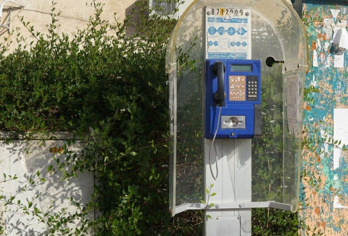 A photo of a telephone booth
