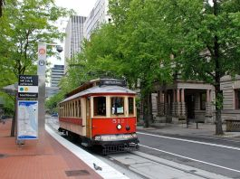 Image of a streetcar in a city.