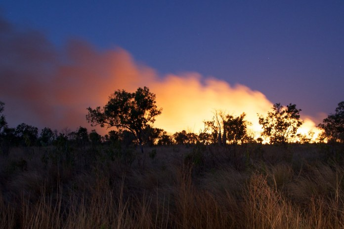 photograph of smoke on horizon from Australian bushfire
