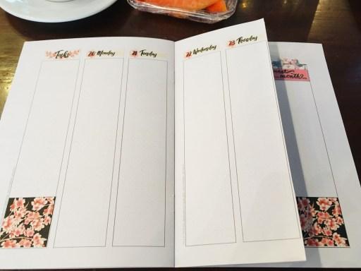 Bullet journal weekly spread dutch door layout ideas - free printable cherry blossoms planner pages. #diyplanner #freeprintable #printablesandinspirations #bulletjournal #bujoideas #weeklyspread #dutchdoor #cherryblossoms #sakura
