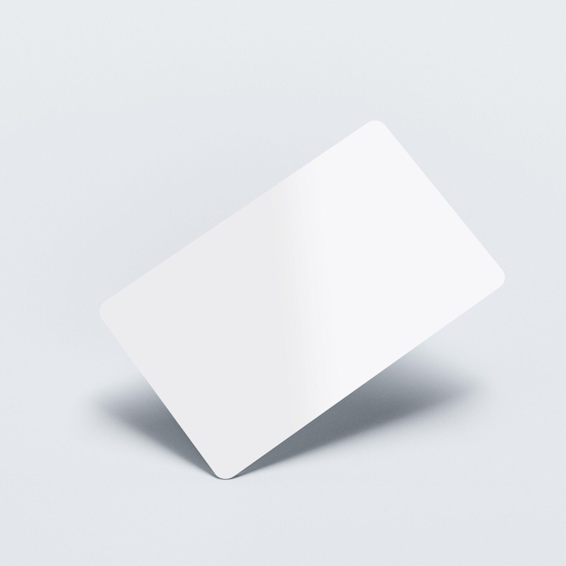 Hvide-plastikkort-med-tryk
