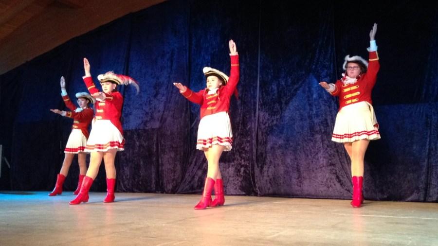 Gardetreffen Palmersheim 2014 – Auftritt der großen Knübbelchen