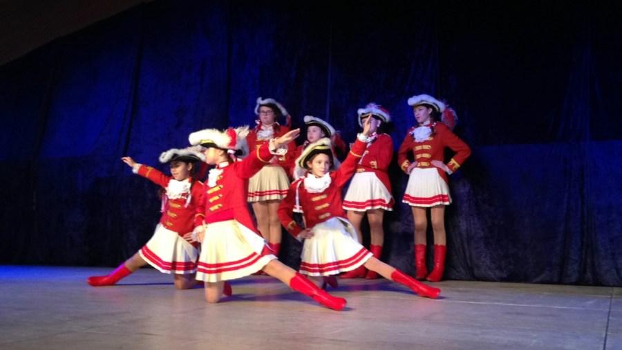 Gardetreffen Palmersheim 2014 – Auftritt der mittleren Knübbelchen