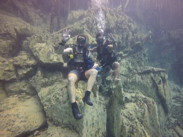 buceo en Barracuda Lake como austronautas