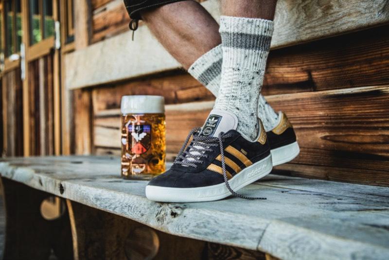 Para celebrar a Oktoberfest de 2017, o pessoal da Adidas criou um tênis especial chamado de Pröst, que é como o povo alemão brinda antes de tomar uma cerveja. Apelidado de Adidas Oktoberfest, esse tênis de couro é coberto por uma película de DBPR que transforma o tênis resistente a todos os líquidos que você poderia encontrar numa festa cheia de cervejas como essa que acontece em Munique.