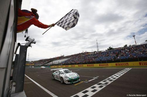 Porsche Mobil 1 Supercup Budapest 2015 Come Ledogar (F) Zieleinfahrt