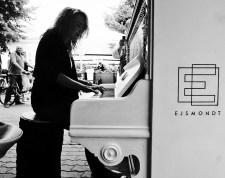 street-piano-14