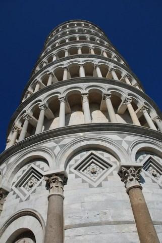 пизанская башня внутри и снаружи
