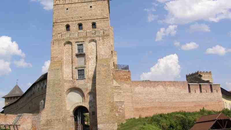 Экскурсионный тур по Украине на 2 дня (замки Волыни и тоннель любви)