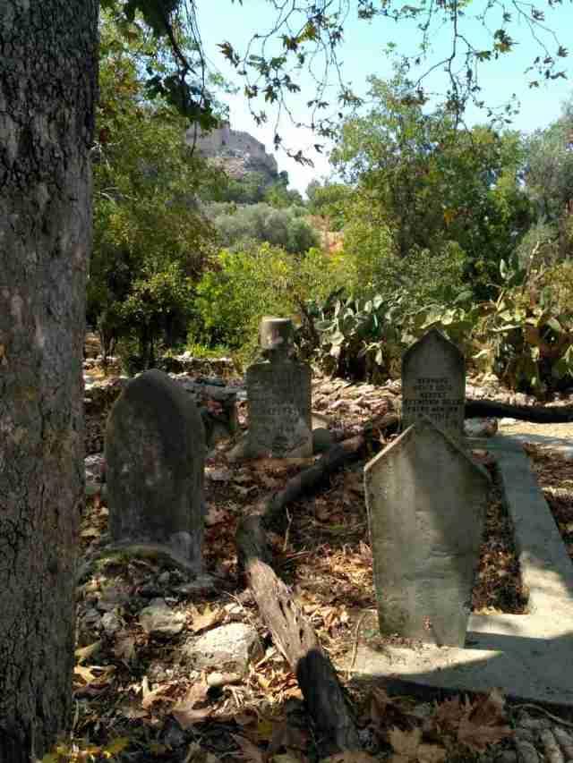 Старинное кладбище. Крепость Алании
