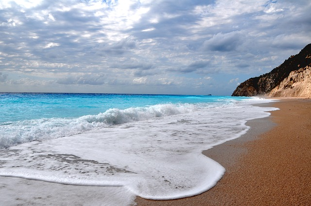 Греция в апреле: погода, курорты, советы туристам