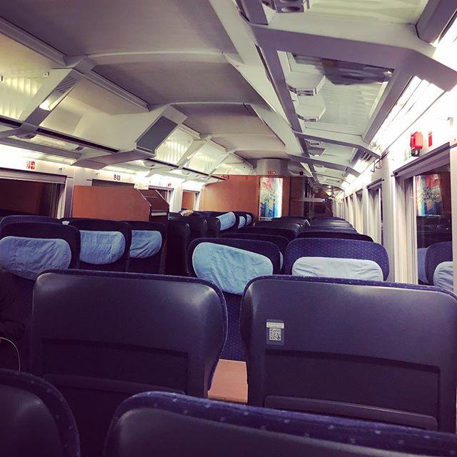 Manche haben im Flugzeug mal eine Sitzreihe für sich allein. Ich hab den ganzen Zug für mich allein.
