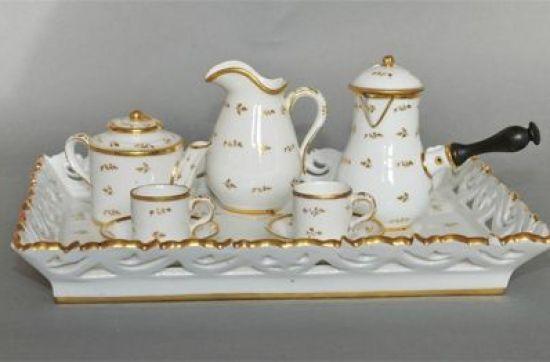 Petit service en porcelaine. Collection Château de Vendeuvre