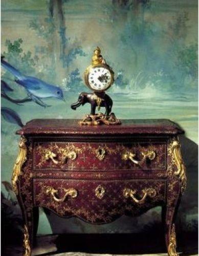 Commode et pendule Louis XV  Collection Château de Vendeuvre