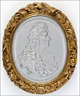 Portrait de Louis XIV, médaillon en verre coulé