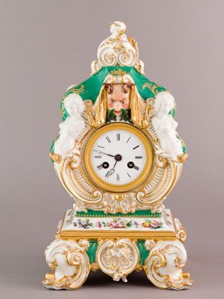 Pendule en porcelaine de Paris. Manufacture Jacob Petit. (c) DESARNAUD, Proantic