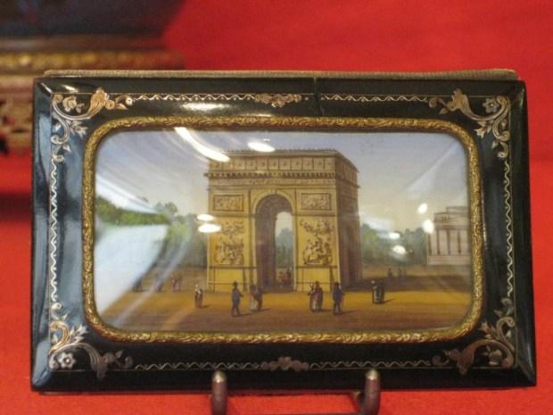 Carnet de bal en écaille au décor d'incrustation de cuivre et d'une miniature. XIXème. (c) galerie AMARANTE. Proantic