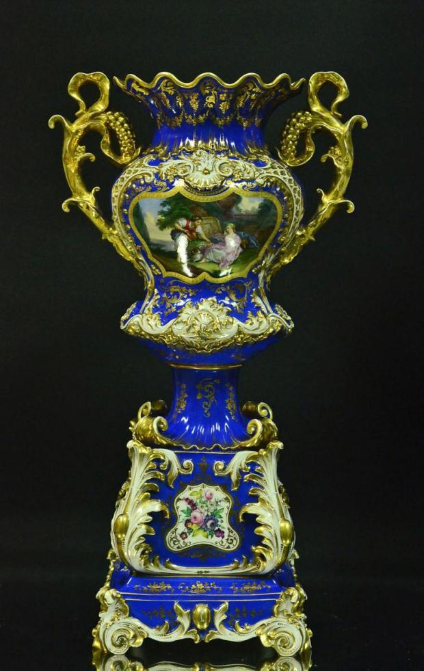 Vase En Porcelaine De Paris Signé Jacob Petit. (c) Antiquités Art et Lumières, Proantic