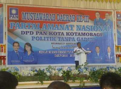 Tampak Ketua DPW PAN Sulut,, Sehan Landjar saat memberikan sambutan pada pembukaan Musda Ke III PAN Kotamobagu, (7/8)