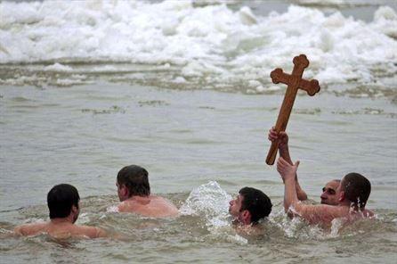 Inscrieri pentru recuperarea crucii de Boboteaza