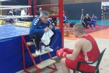 Dragos Ghionea va boxa in finala