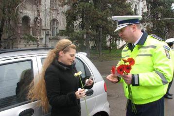 Femeile amendate de politisti cu o floare