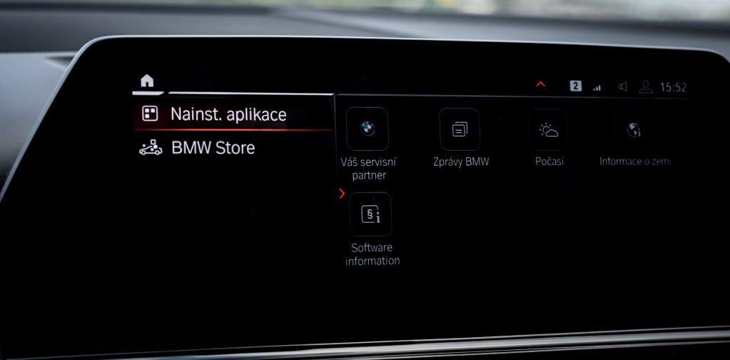 Víte, jak si do svého mobilu instalujete aplikace? Tak to samé můžete udělat i s autem.