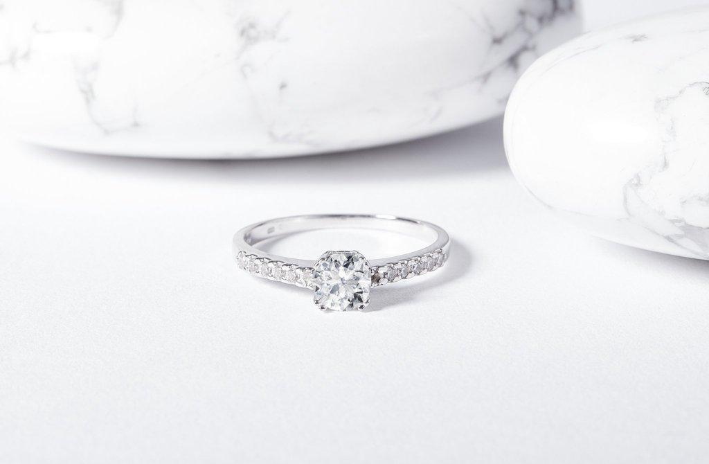 Jak vybrat zásnubní prsten, který bude vaše partnerka milovat