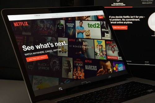 Netflix je nyní dostupný i včeštině. Pro stávající uživatele je to zbytečné