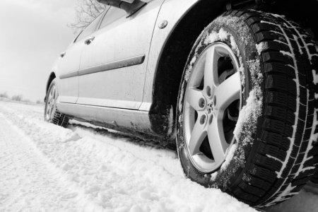 Jak správně jezdit vzimě na sněhu a ledu? Jen dobré pneumatiky nestačí
