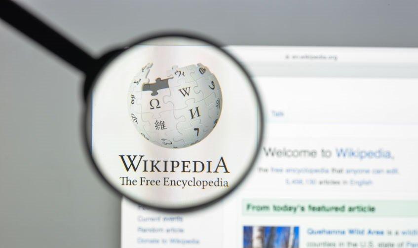 Wikipedia a nejznámější podfuky za poslední dekádu. Nevěřte všemu!