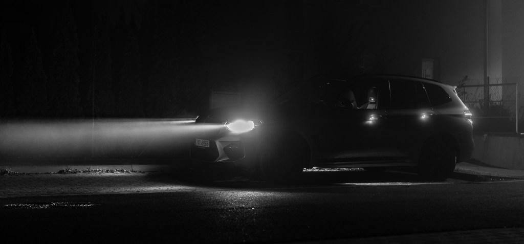 LED světlomety udělají z noci den. A mlhou se proříznou jako nůž máslem.
