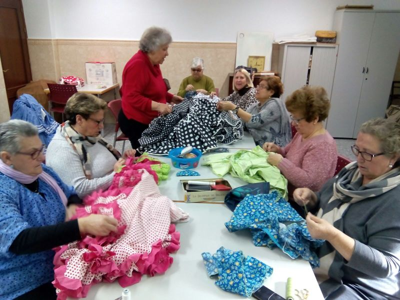 arreglando los trajes de flamenca